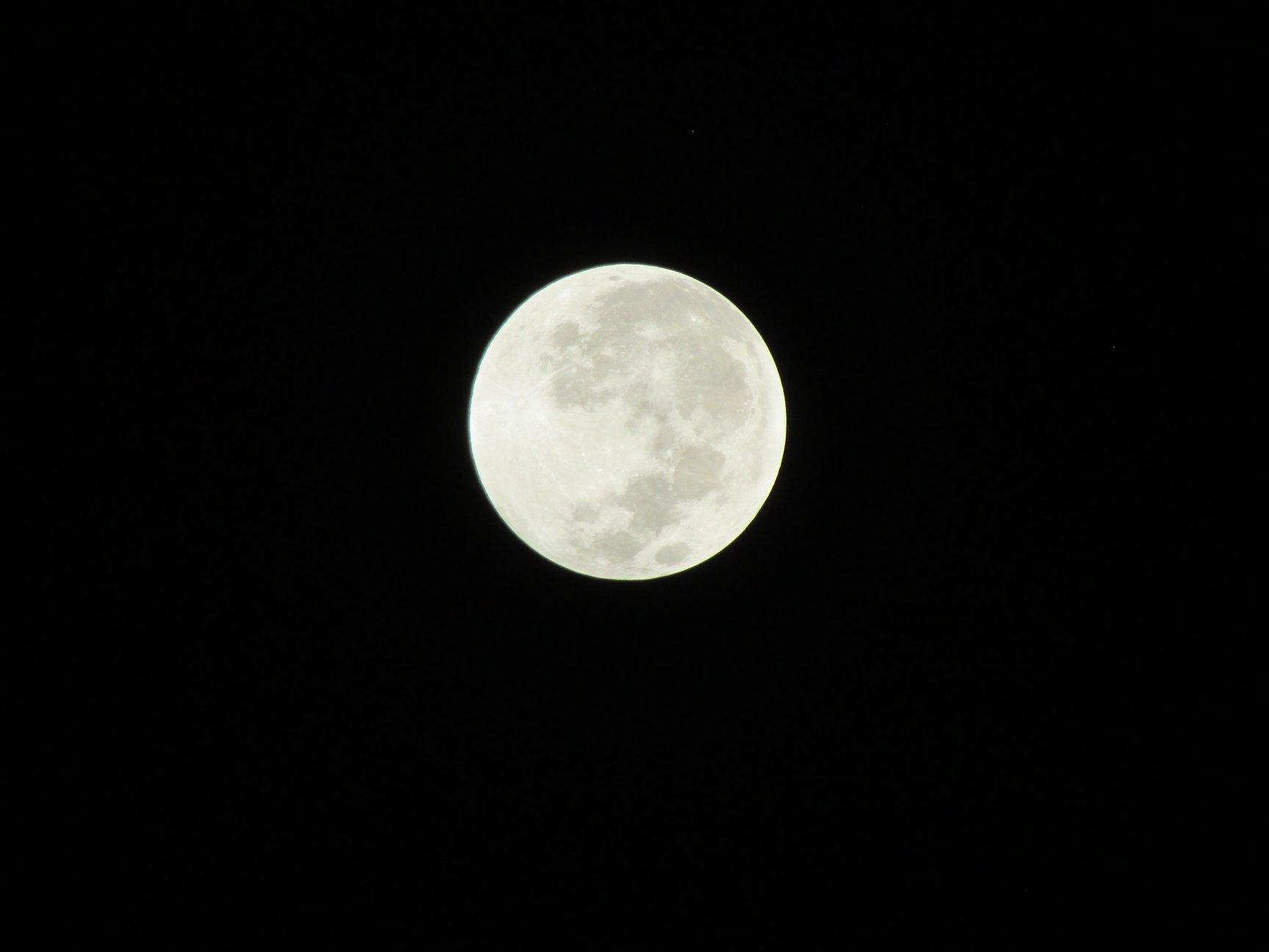Total Lunar Eclipse, Blood Moon and Supermoon from Maturín, Venezuela / Prof. Juan F. Peraza Marsiglia